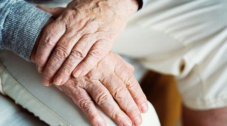 Les mans d'unes persones grans