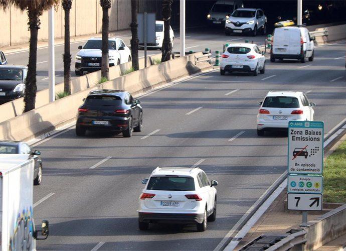 Vehicles circulant per Barcelona