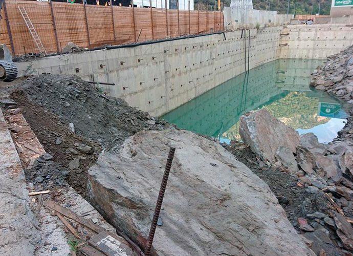 mur de protecció portalada
