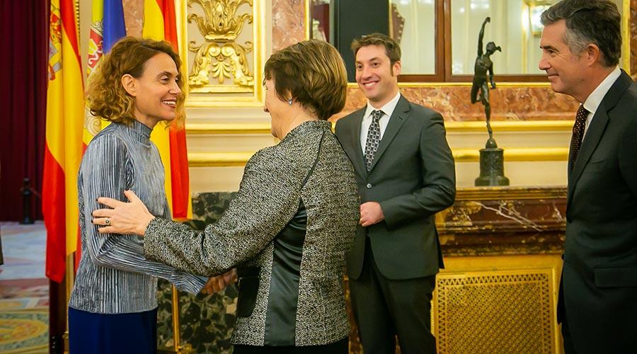 La presidenta del Congrés espanyol rep la síndica Roser Suñé, acompanyada d'Hinojosa i l'ambaixador VIcenç Mateu