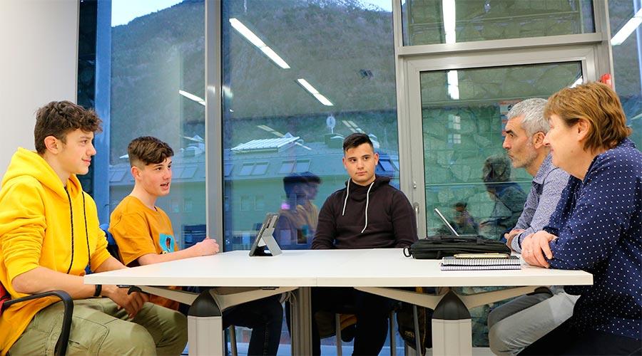 Membres del grup liberal reunits amb representants de Extinction Rebellion Youth