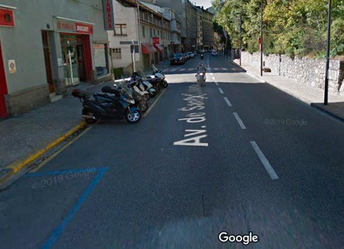 L'avinguda Santa Coloma a l'alçada del número 53
