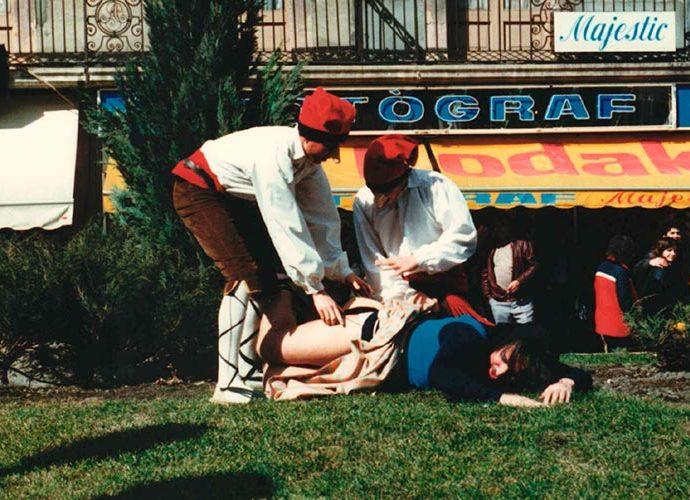 Els dallaires apallissen a la fregona al ball de l'Ossa d'Andorra la Vella
