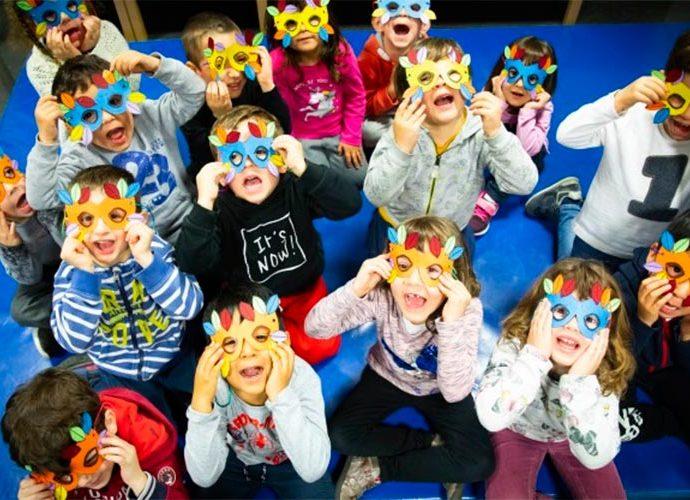 Infants llueixen antifaços per Carnaval a Andorra la Vella