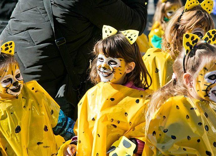 Unes nenes disfressades en un carnaval anterior
