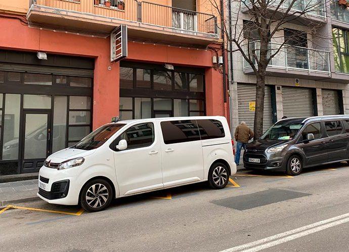 La parada de taxis prop de l'estació d'autobusos de la Seu d'Urgell