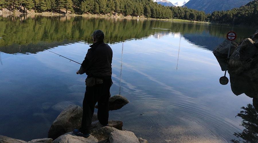 Un pescador a Engolasters