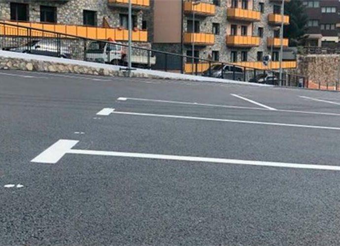 Un dels nous aparcaments d'Encamp