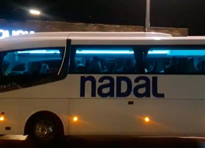 Autocar sanitaris cubans just passar la frontera