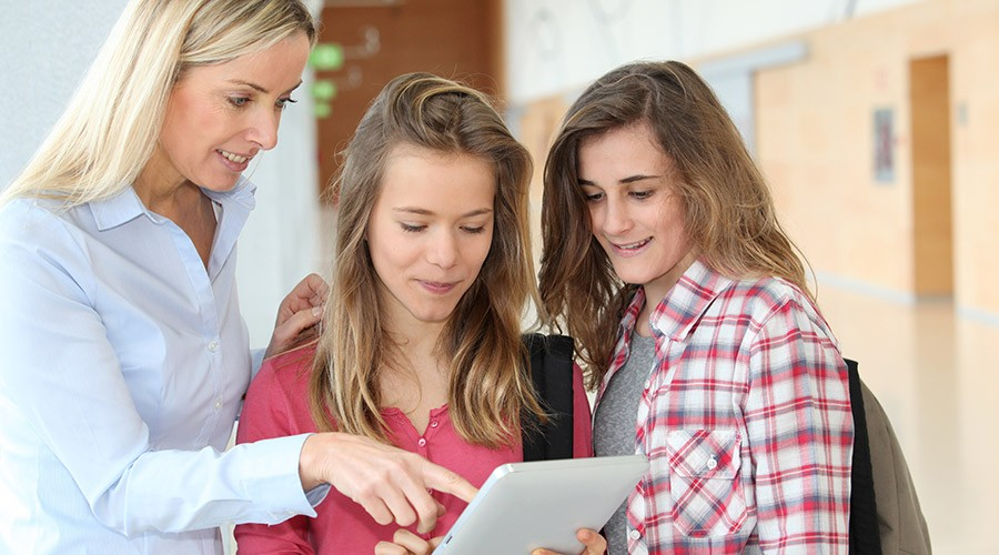 estudiants noies