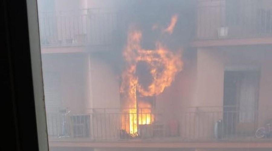 Incendi en un pis del carrer de Lòria de Sant Julià