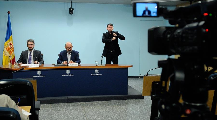 Jover, Martínez Benazet i l'intèrpret de llenguatge de signes