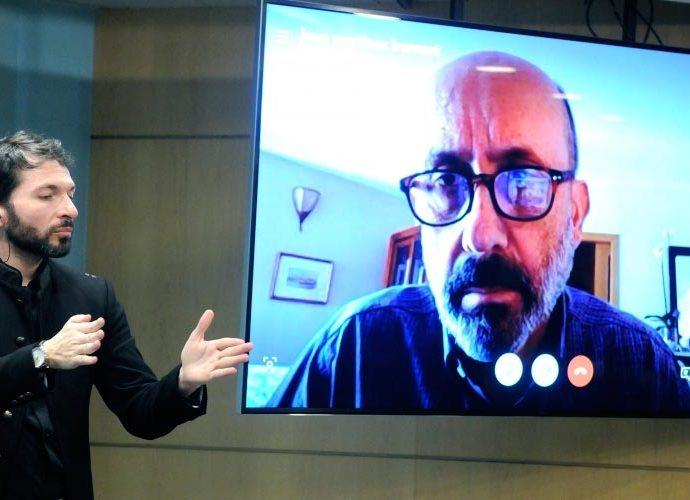 Martínez Benazet a la pantalla de la sala de premsa del Govern