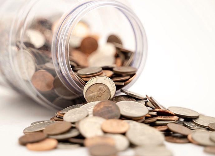 Un pot ple de monedes