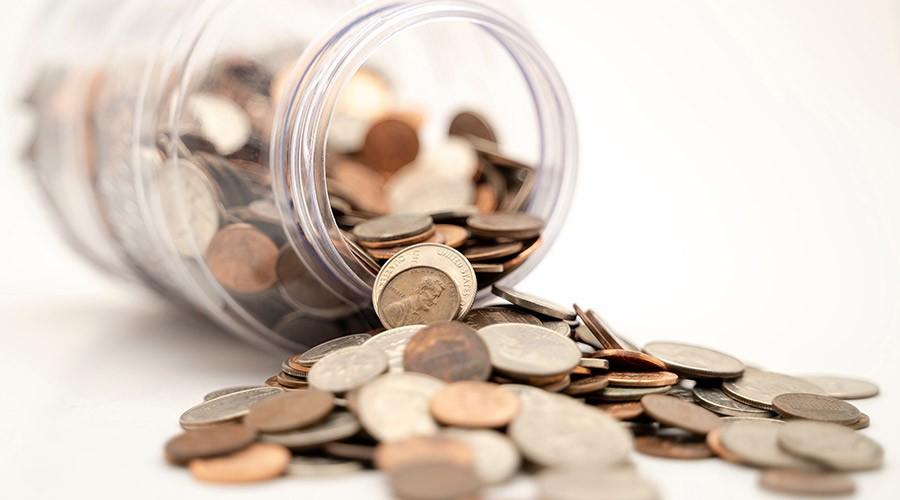 Un pot pel de monedes