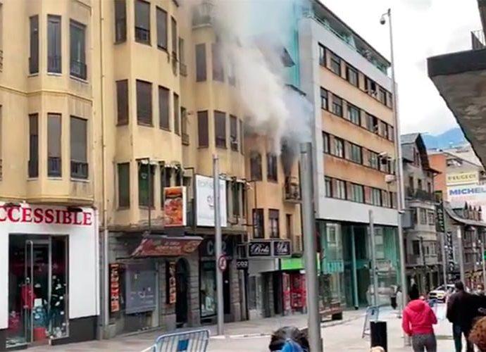 Incendi en un edifici de l'avinguda Carlemany