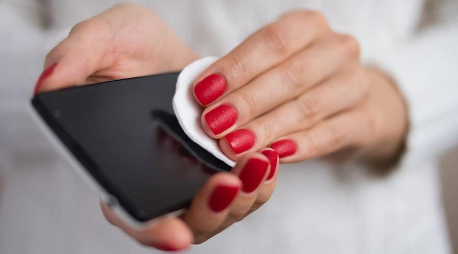 netejant el mòbil
