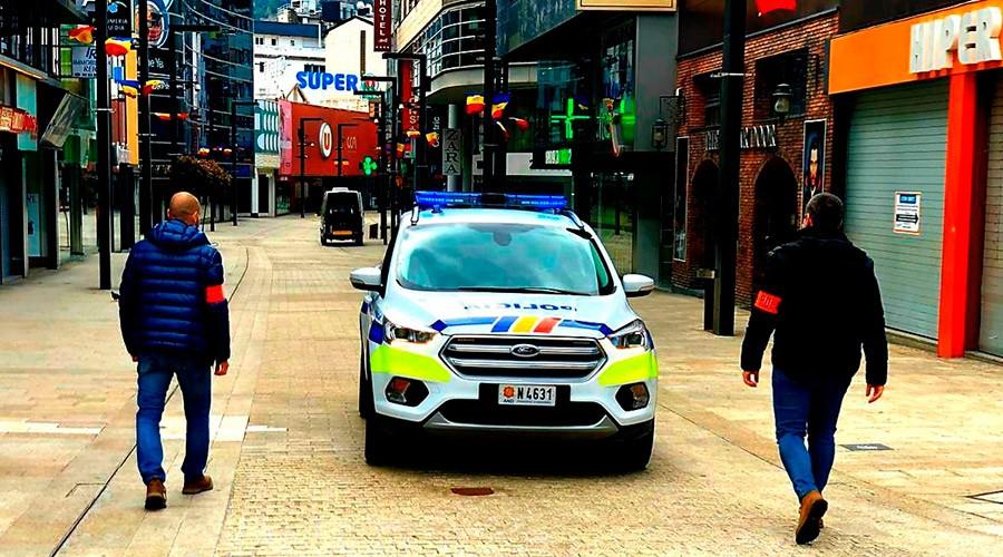 Un cotxe de Policia a l'avinguda Meritxell
