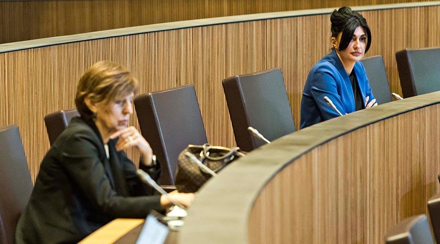 Carine Montaner en una sessió de consell general durant la crisi de la covid19