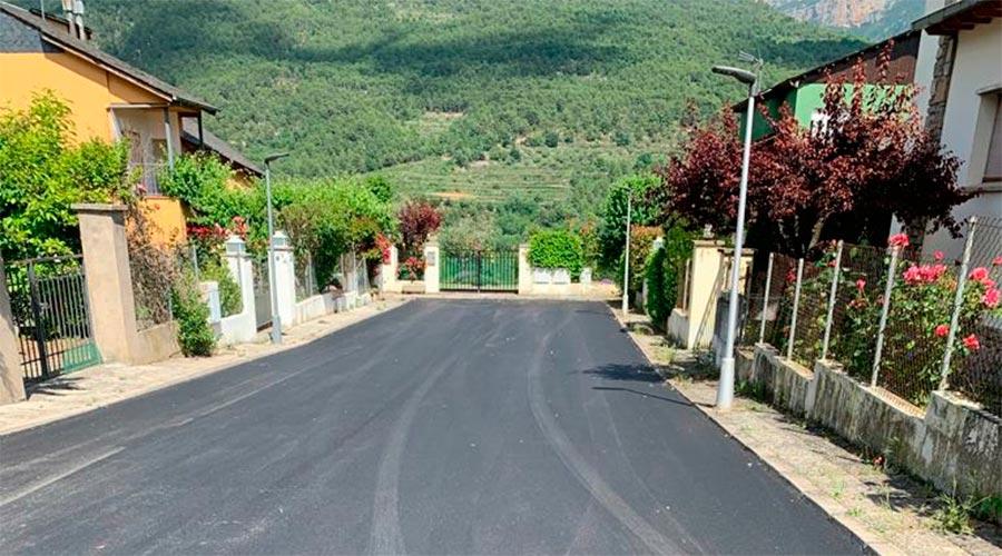 Un carrer recentment pavimentat (Foto: Ajuntament d'Organyà)