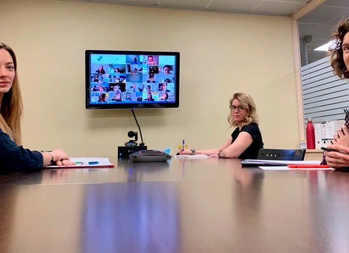 Helena Mas i Maria Ubach en una reunió telemàtica amb països iberoamericans. Foto: SFG