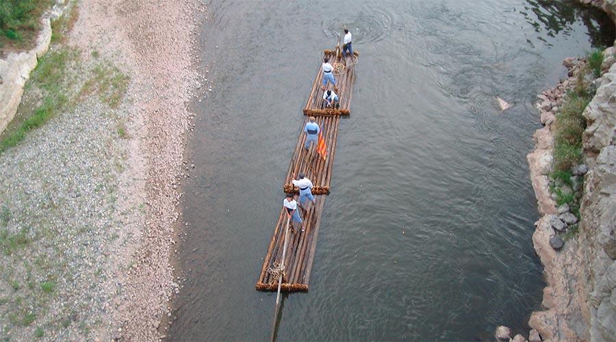 Baixada de rais a Coll de Nargó (Foto d'arxiu/Associació de Raiers de la Ribera del Segre)