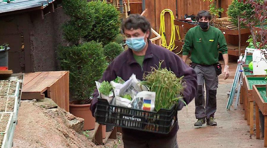 Treballadors d'un centre de jardineria
