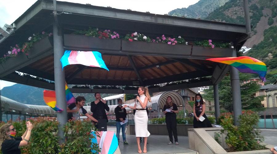 Acte LGTBIQ+ a la Plaça del Poble d'Andorra la Vella