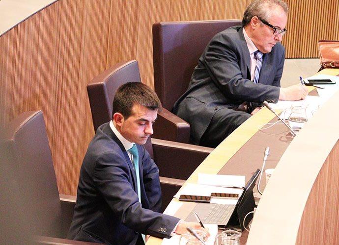 Oliver Alís i Joan Carles Camp a l'hemicicle. Foto: Terceravia