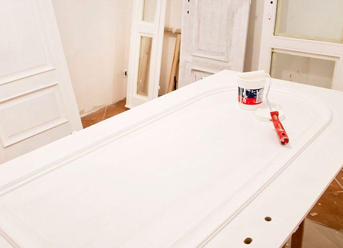 Pintant una porta
