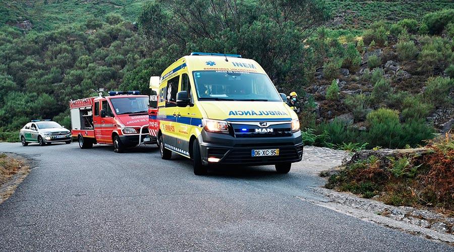 Ambulància, bombers i policia en la intervenció