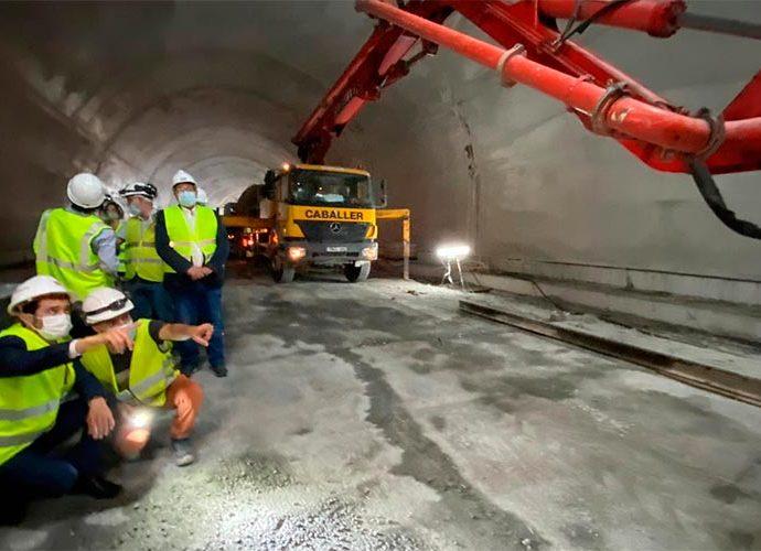 Calvet durant la visita al túnel de Tresponts