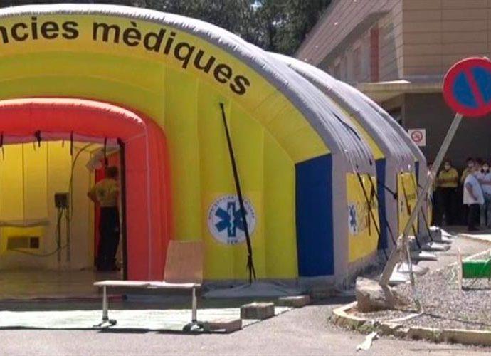 Hospital de campanya instal·lat al costat de l'Hospital Arnau de Vilanova de Lleida