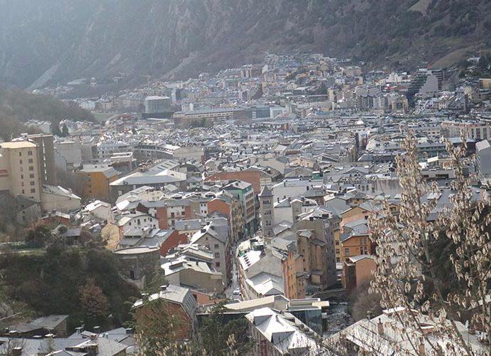 La vall central, amb Esclades-Engordany i Andorra la Vella al fons