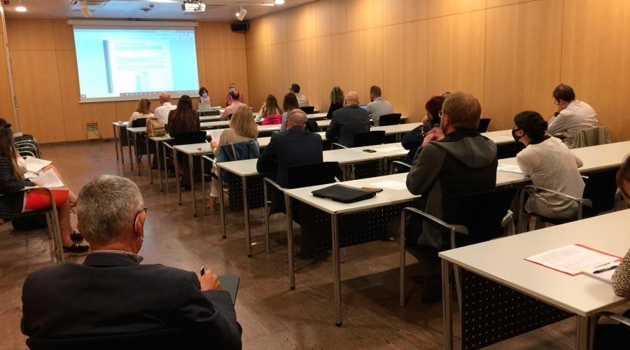 Agents immobiliaris assisteixen a les jornades de formació sobre el repartiment de costos energètics