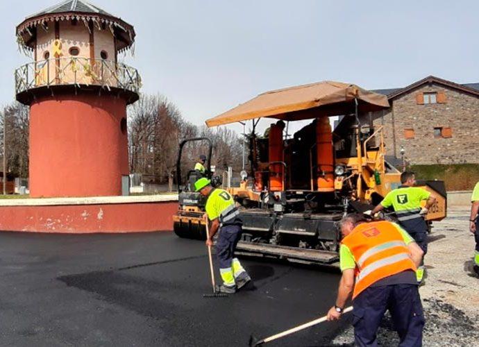 Operaris de la constructora Flotats, en una obra pública a Puigcerdà