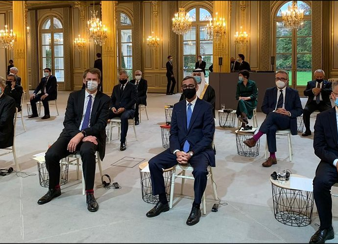 Els ambaixadors presents a París per presentar les seves cartes credencials al co-príncep francès, Emmanuel Macron