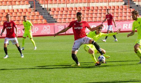Un moment del partit entre el Nàstic i el FC Andorra.